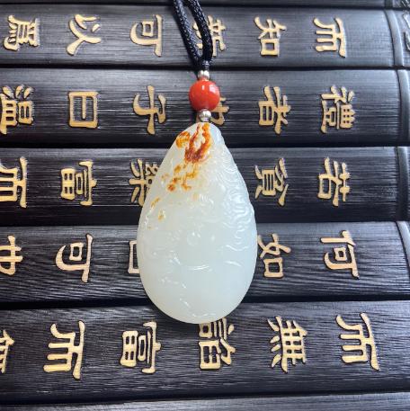 新疆和田红皮羊脂白籽玉挂件 元