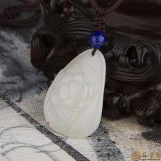 新疆和田玉白皮一级白玉籽玉挂件 荷花 8.6克