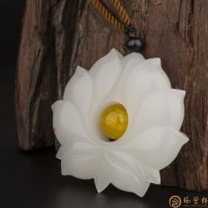 新疆和田玉白皮一级白玉籽玉挂件 莲花 45.8克