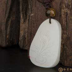 新疆和田玉白皮羊脂白玉籽玉挂件 兰花 11.2克